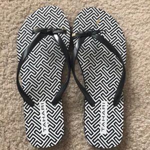 NWOT Tahari Rosella Flip Flops